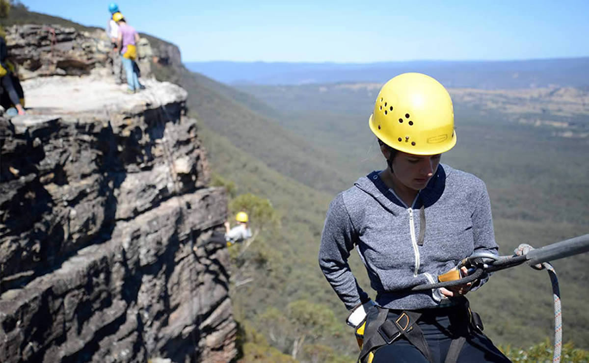 abseiling in the blue mountains